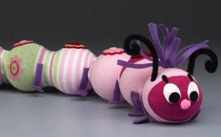 Cómo hacer una divertida oruga con un calcetín