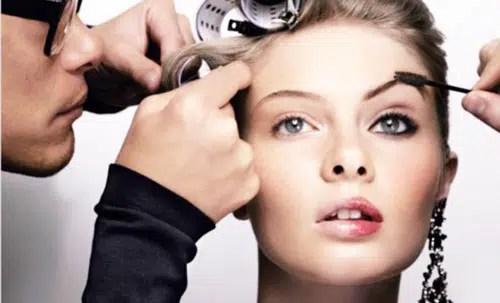Consejos de maquillaje para la revitalización de ojos cansados