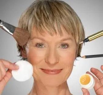 Cuatro maneras de cambiar el estilo de maquillaje mientras envejecemos