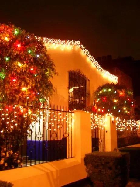 Decora con luces navide as el exterior de tu casa - Decoracion navidena exterior ...