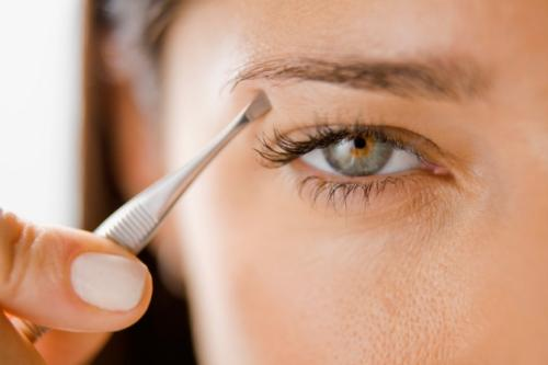 Depilación de las cejas según la forma de los ojos