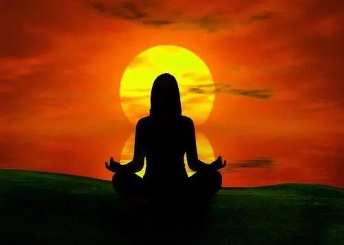 Encuéntrate a ti misma meditando