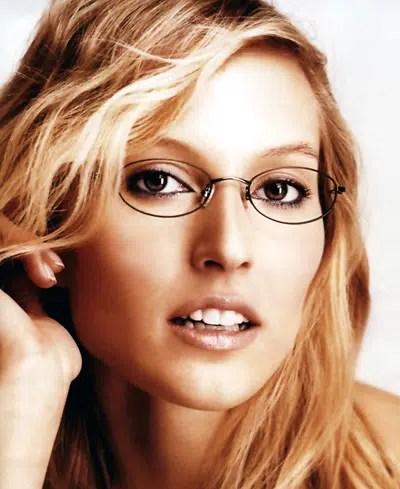 Estilo de maquillaje para mujeres que usan gafas