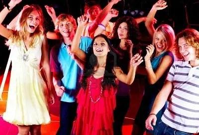 Los adolescentes: salir por las noches