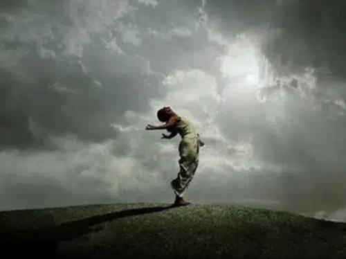 Mirar hacia delante para dirigir nuestra vida con confianza