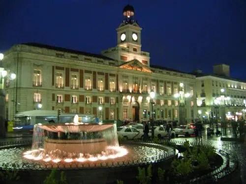 Recorriendo Madrid: La Puerta del Sol.