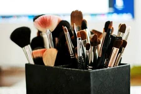 Top 5 Hábitos de belleza dañinos que causan problemas de la piel