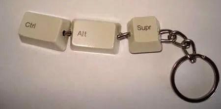 Un original llavero hecho con un viejo teclado