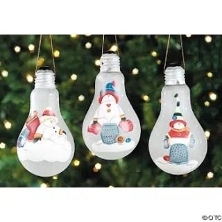 Una bonita bombilla pintada con motivos navideños