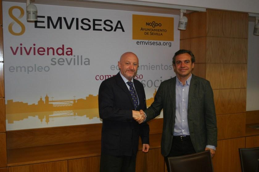Felipe Castro, gerente de Emvisesa, y Manuel Antonio Seda, notario.