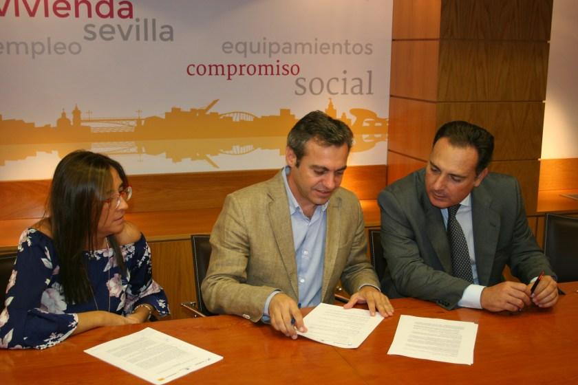 Con la cesión de dos viviendas firmada hoy, la cifra total de viviendas cedidas a Emvisesa por parte de Caixabank asciende a catorce.