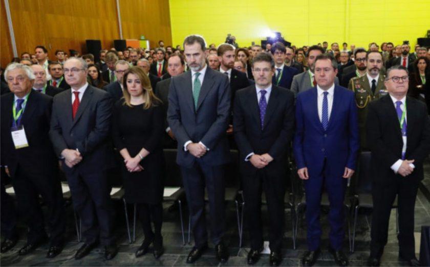 Rafael Catalá Polo, Ministro de Justicia; Susana Díaz, presidenta de la Junta de Andalucía; Juan Pablo Durán Sánchez, Presidente del Parlamento Andaluz; Antonio Sanz Cabello, Delegado del Gobierno en Andalucía y Juan Espadas Cejas, alcalde de Sevilla. Foto cortesía de la organización.