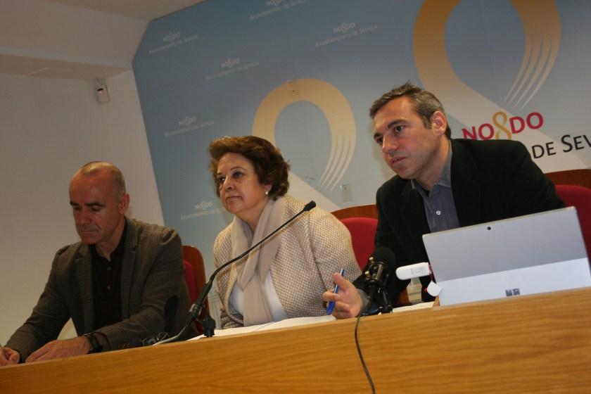 Antonio Muñoz, Carmen Castreño y Felipe Castro durante la rueda de prensa.