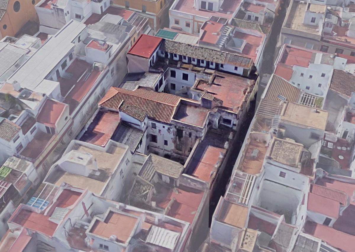 El Ayuntamiento, a través de Emvisesa, rehabilitará un edificio municipal del Casco Antiguo para promover un proyecto social de alojamientos compartidos para jóvenes y personas mayores
