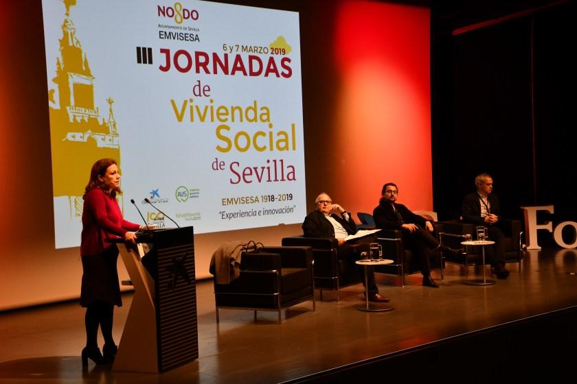 La decana del Colegio de Arquitectos de Sevilla, Cristina Murillo Fuentes; junto a los arquitectos Manuel Burgos López, Javier Terrados Cepeda y Juan Manuel Castaño Salvador.