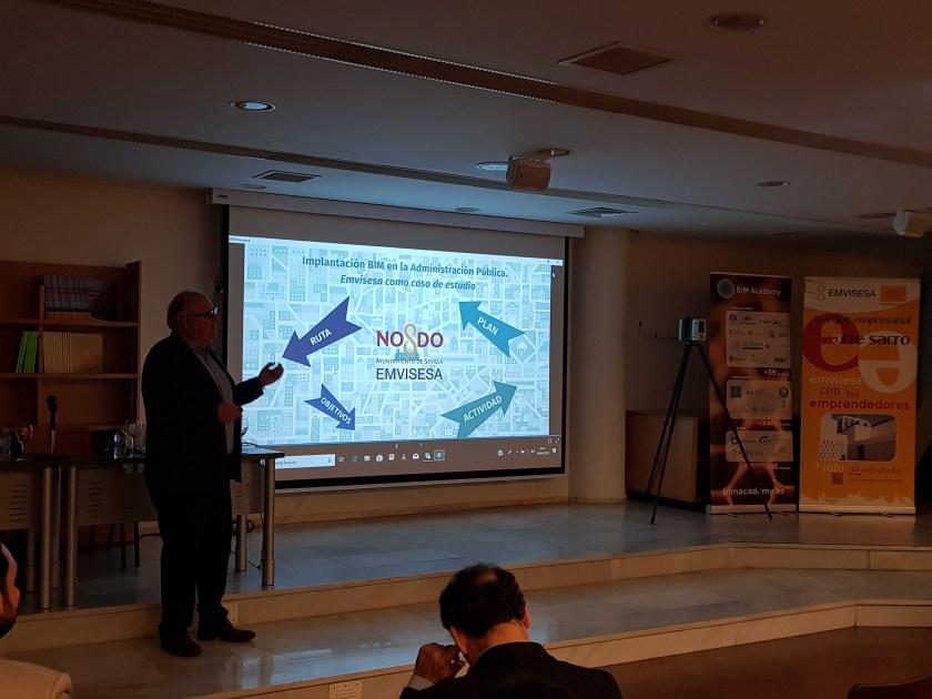 Manuel Burgos, coordinador del Área Técnica de Emvisesa, en un momento de la presentación sobre la implantación de la metodología BIM en Emvisesa.