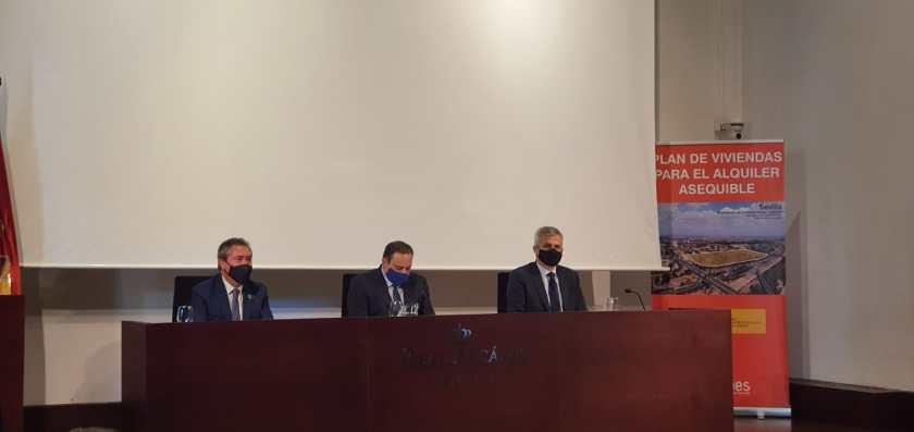 el Ministro de Transportes, Movilidad y Agenda Urbana anunció que en las primeras semanas de 2021 se firmará un convenio con la Consejería de Fomento, Infraestructuras y Ordenación del Territorio y el Ayuntamiento de Sevilla para que el Gobierno central aporte hasta 12 millones de euros en los próximos tres años para el desarrollo por parte de Emvisesa de una batería de proyectos de alojamientos sociales en la ciudad