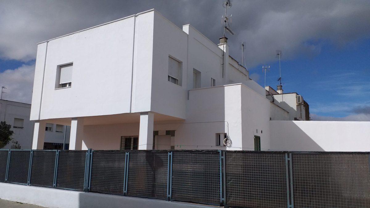 Emvisesa avanza en el plan de normalización de su promoción de viviendas de alquiler de Los Carteros con la demolición de obras ilegales y la resolución de protocolos de convivencia