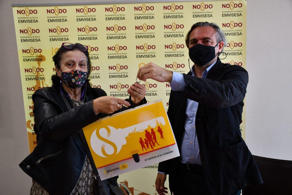 El Ayuntamiento de Sevilla y Emvisesa realizan su décimo tercera permuta con realojo simultáneo para solucionar un grave problema a una familia confinada en un 'piso cárcel'