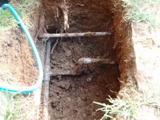浄水器取り付けのための穴掘り