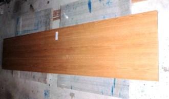 アウトレットの側板