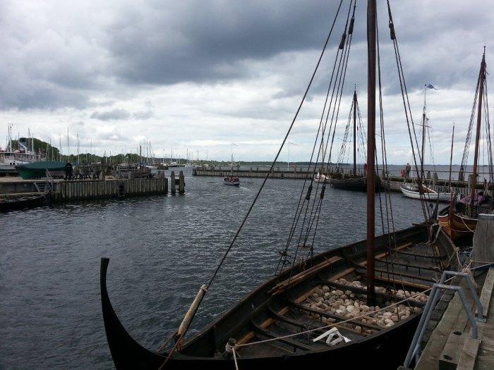 Bâteaux vikings dans le fjord de Roskilde