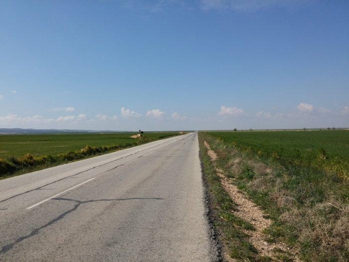 Route tranquille mais paysage un peu monotone à l'approche d'Albacete