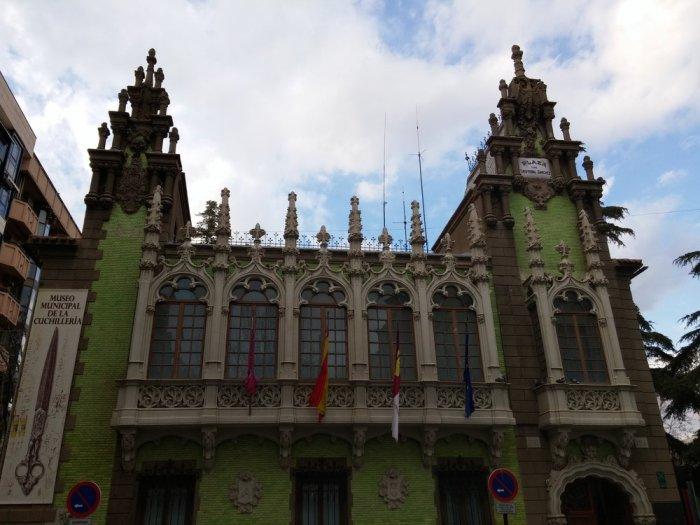 Le musée des couteaux, à l'architecture caractéristique des anciens bâtiment d'Albacete