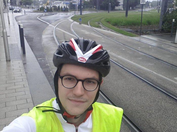 Le départ, le long du tramway d'Angers