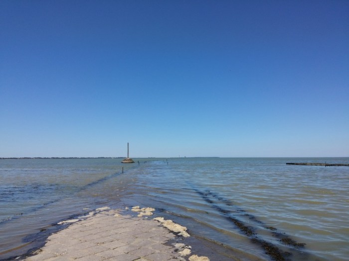 Le passage du Gois reliant Noirmoutier au continent