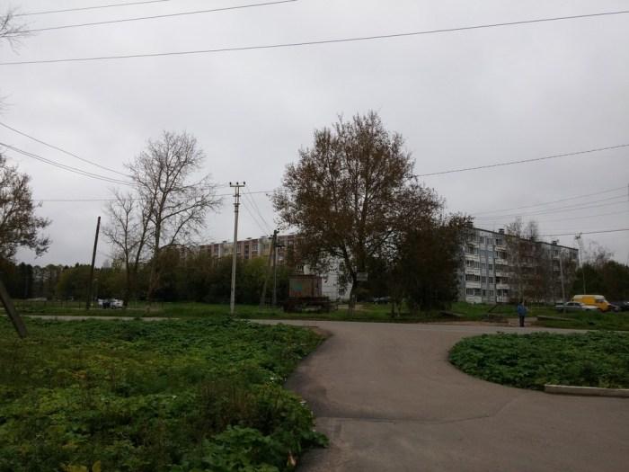 une cité au milieu des champs