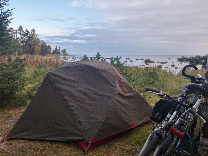 Bivouac sur la mer baltique en Estonie