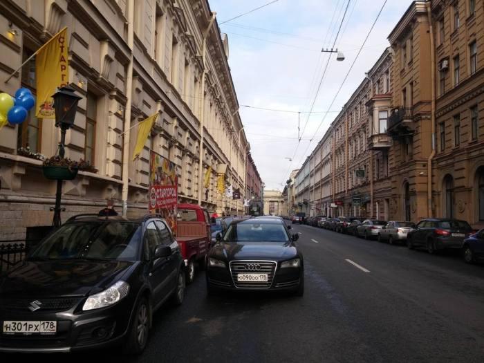Stationnement anarchique à Saint-Pétersbourg