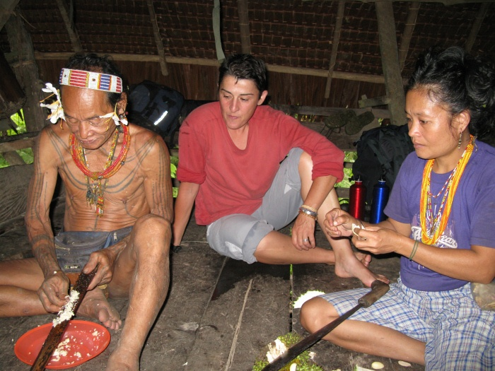 avec les hommes fleurs en indonesie cycloglobe