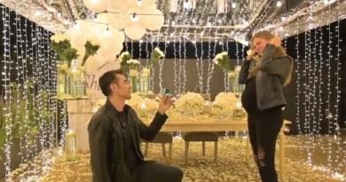 Adrián Uribe le propone matrimonio a su pareja Thuany Martins