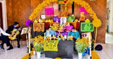 Coloca Coronango ofrenda para recordar los que murieron este 2020