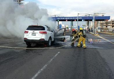 Atiende San Andrés Cholula incendio de vehículo en Vía Atlixcáyotl