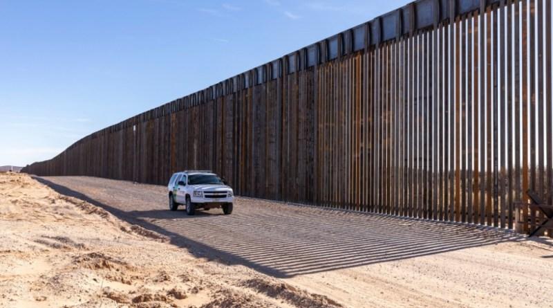 Texas y Missouri demandan a Biden por abandonar construcción del muro fronterizo