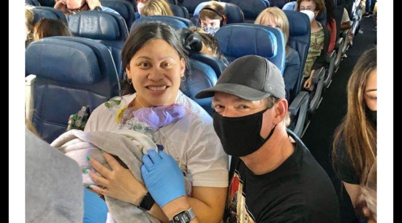 Mujer da luz en un vuelo; no sabía que estaba embarazada