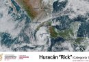 Huracán Rick toca tierra y avanza por Michoacán