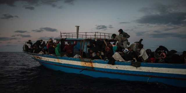 Dozens of Tunisian immigrants arrive on the island of Lampedusa on New Year's Eve 2021