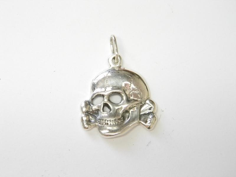 Silver Pendant Totenkopf Ultrasringsen
