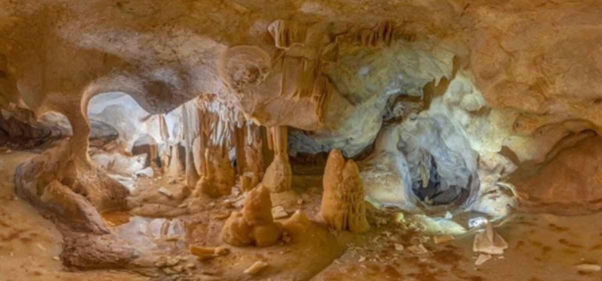 Cueva encontrada en la cantera de La Araña / Agentes de Medioambiente de Andalucía - RRSS