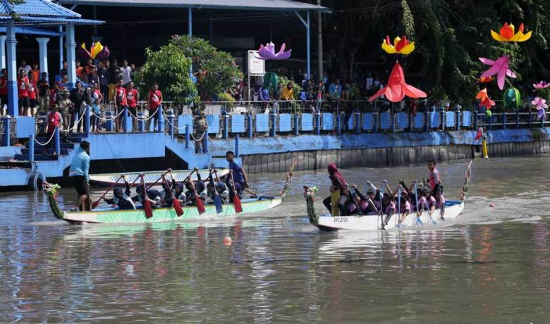 300 Peserta Beradu di Dayung Perahu Naga Fun and Game