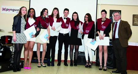 Alumnado do FPB Servizos Administrativos do IES A Pinguela, na cerimonia de graduación do curso 2015-2016. (Foto cedida).
