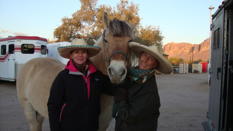From Catalina we went further north where Melissa Deaver-Rivera hosted a talk at her stable with friends from her riding club. Had a lovely evening. Melissa is a member of the BackCountry Horseman and knows my sister MaryAnn from the Pecos Chapter in Albuquerque, NM.