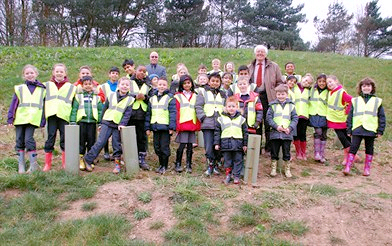 School children spruce up local flood scheme