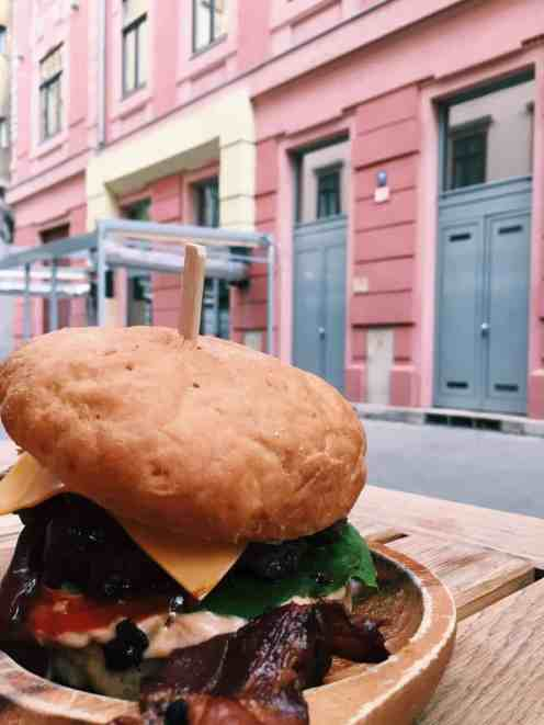 My AMAZING Texas barbecue burger at Drop, Budapest's 100% gluten free restaurant. If you're finding yourself hungry in Hungary, read this ultimate guide to gluten free Budapest! Including 100% gluten free Budapest restaurants and more.