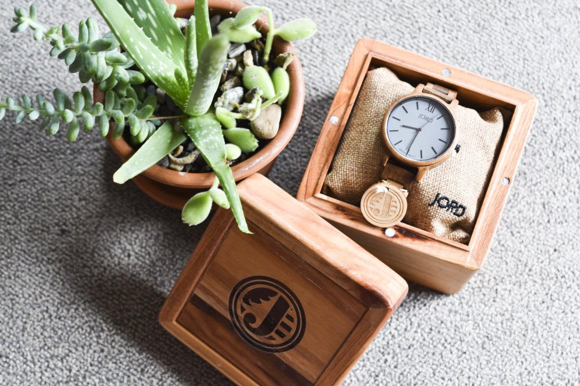 JORD Wood Watches are the perfect, fall statement piece. Definitely a must-have for college students or travelers. Endless May | JORD Wood Watches #jordwatch #woodwatch #fallaccessories