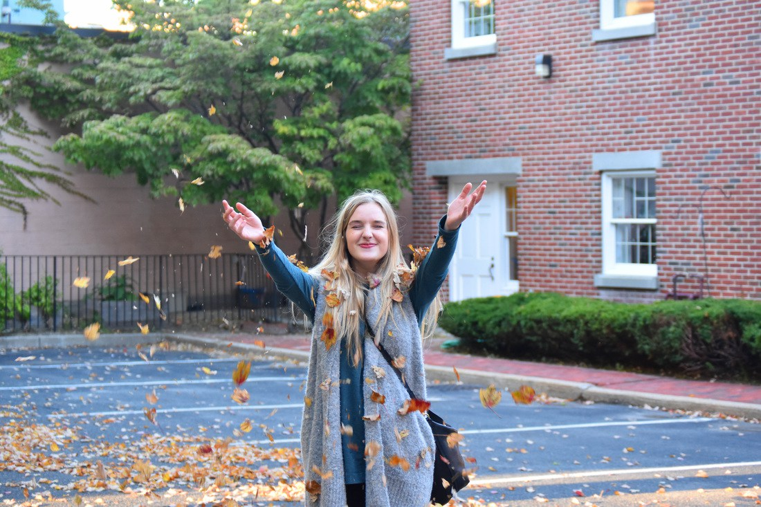 The fall college bucket list, all the ways to enjoy the beautiful fall season as a college student!